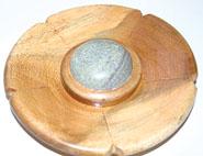 eKnallen Rökelsehållare rund trä med sten, större